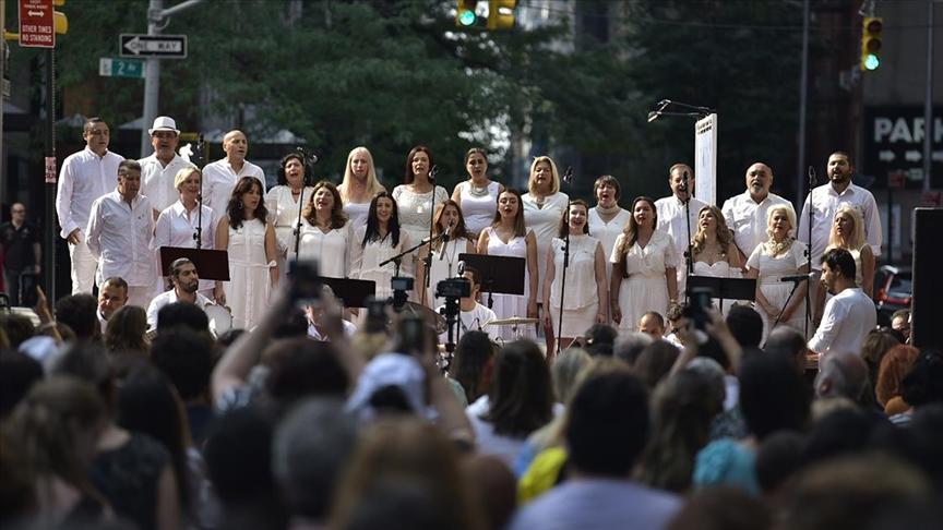 New York Atatürk Korosu, açık hava konserinde sanatseverleri Türk müziğiyle buluşturdu