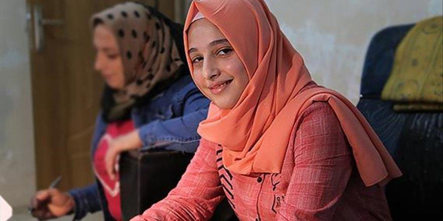 Bombardımandan kaçarken işitme cihazlarını kaybeden Samiye, hayırseverlerin aldığı yeni cihazlarla duymaya başladı