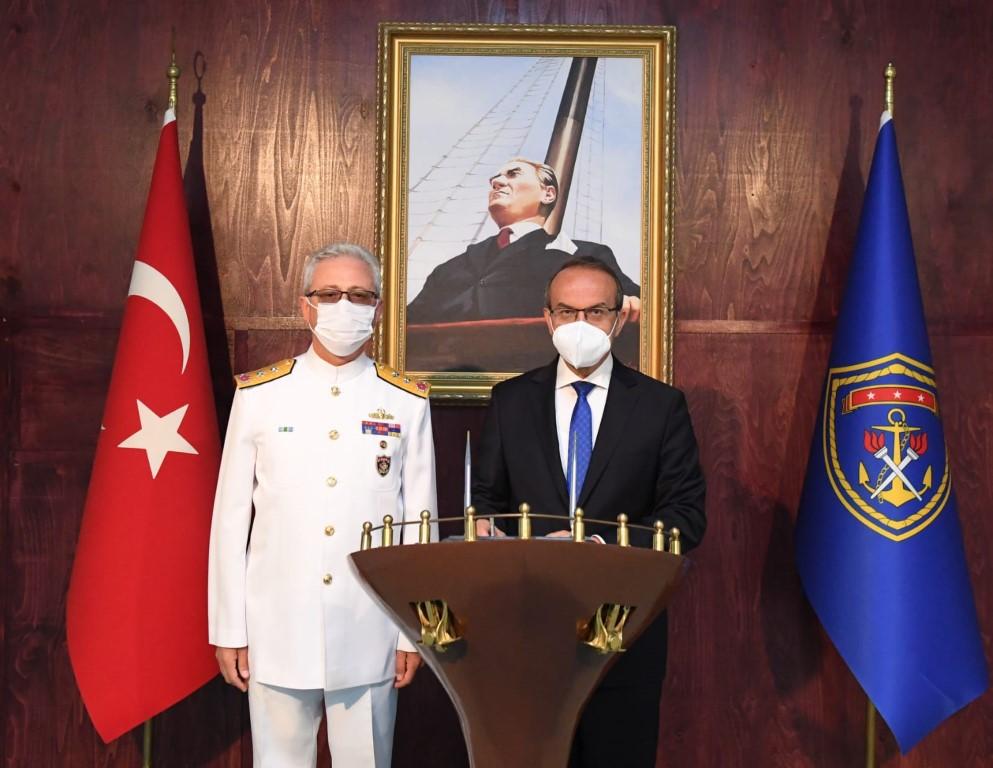 Vali Yavuz, Deniz Eğitim Öğretim ve Garnizon Komutanı Tümamiral Ayhan Gedik'e İade-i Ziyarette Bulundu