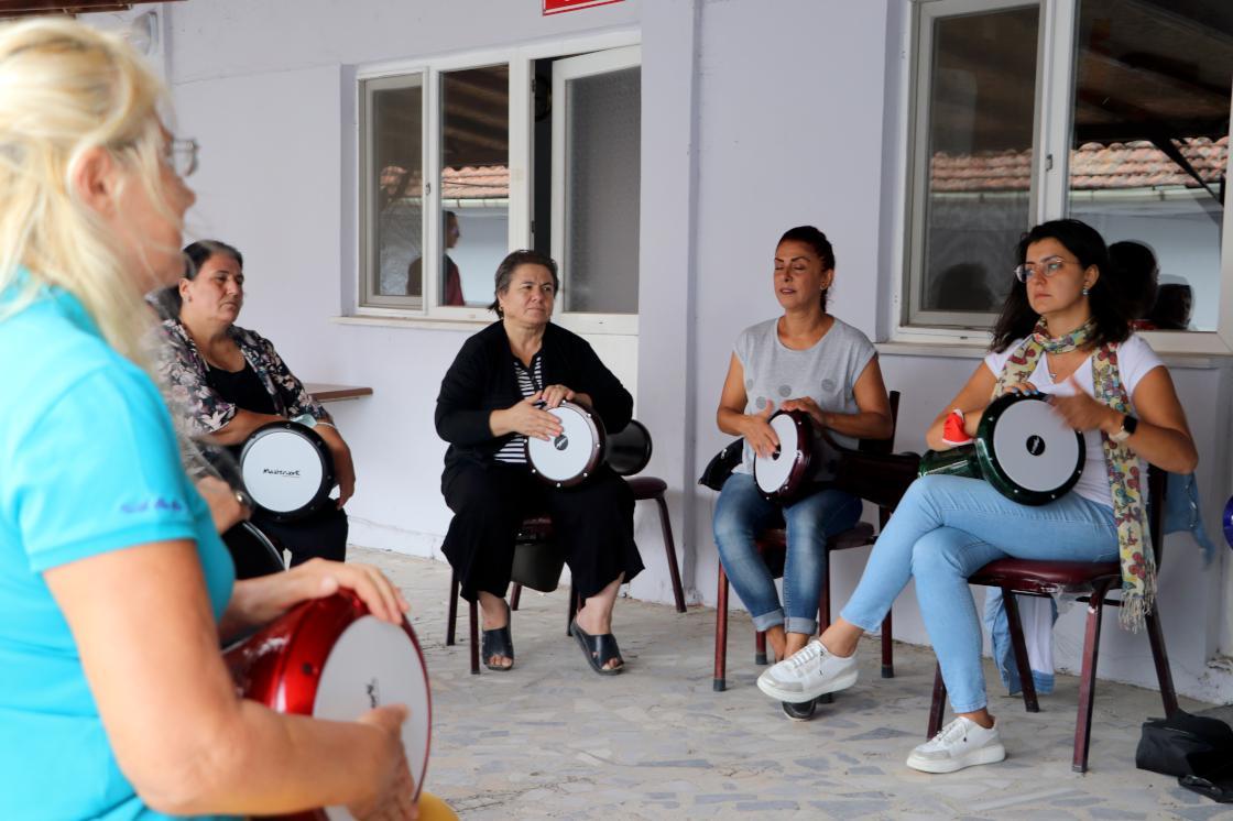 Ev kadınlarının kurduğu ritim grubu Trakya şarkılarını dünyaya tanıtmak istiyor