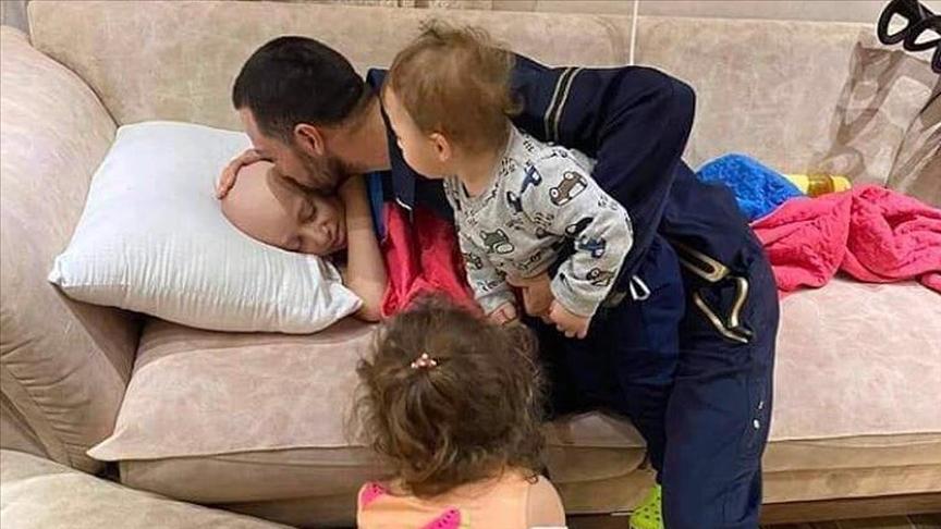 İsrail'in gözaltına aldığı Filistinli babanın kanser olan çocuğuyla vedalaştığı ana ilişkin görüntü gündem oldu