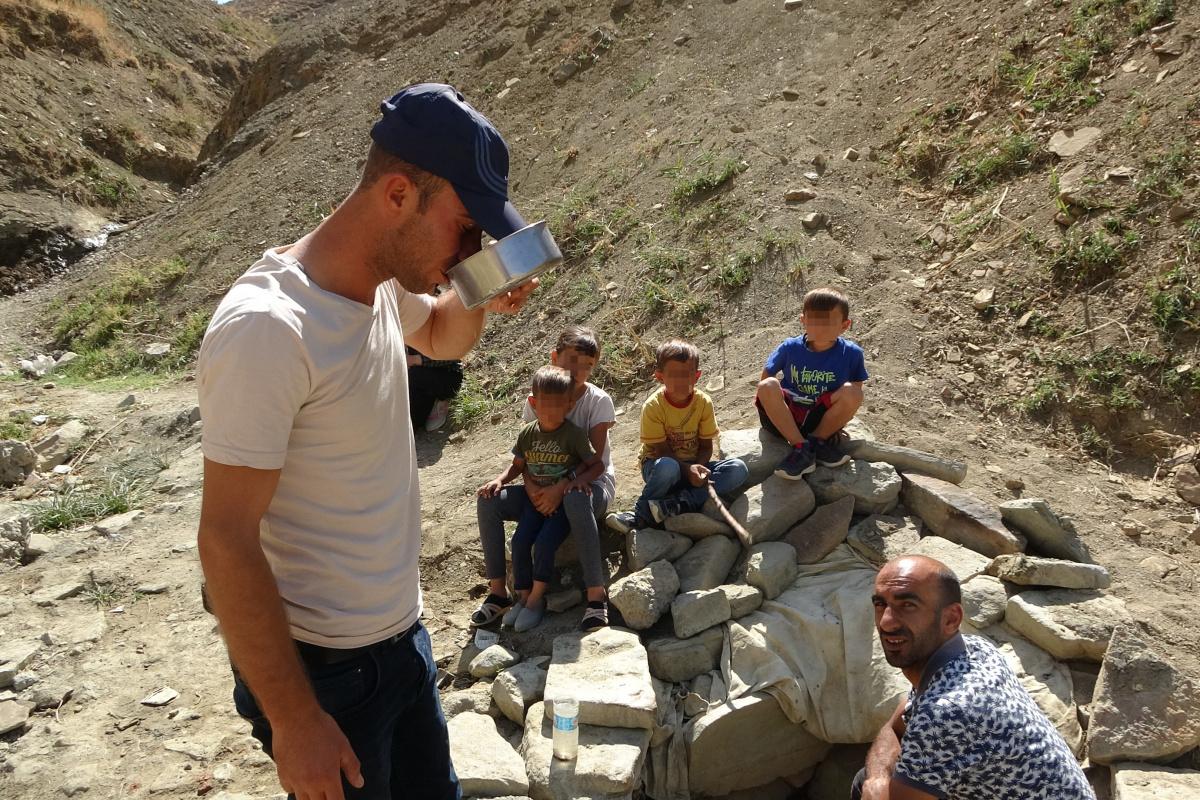 Halk arasında şifalı olarak bilinen mikroplu su için Muş'a akın ediyorlar