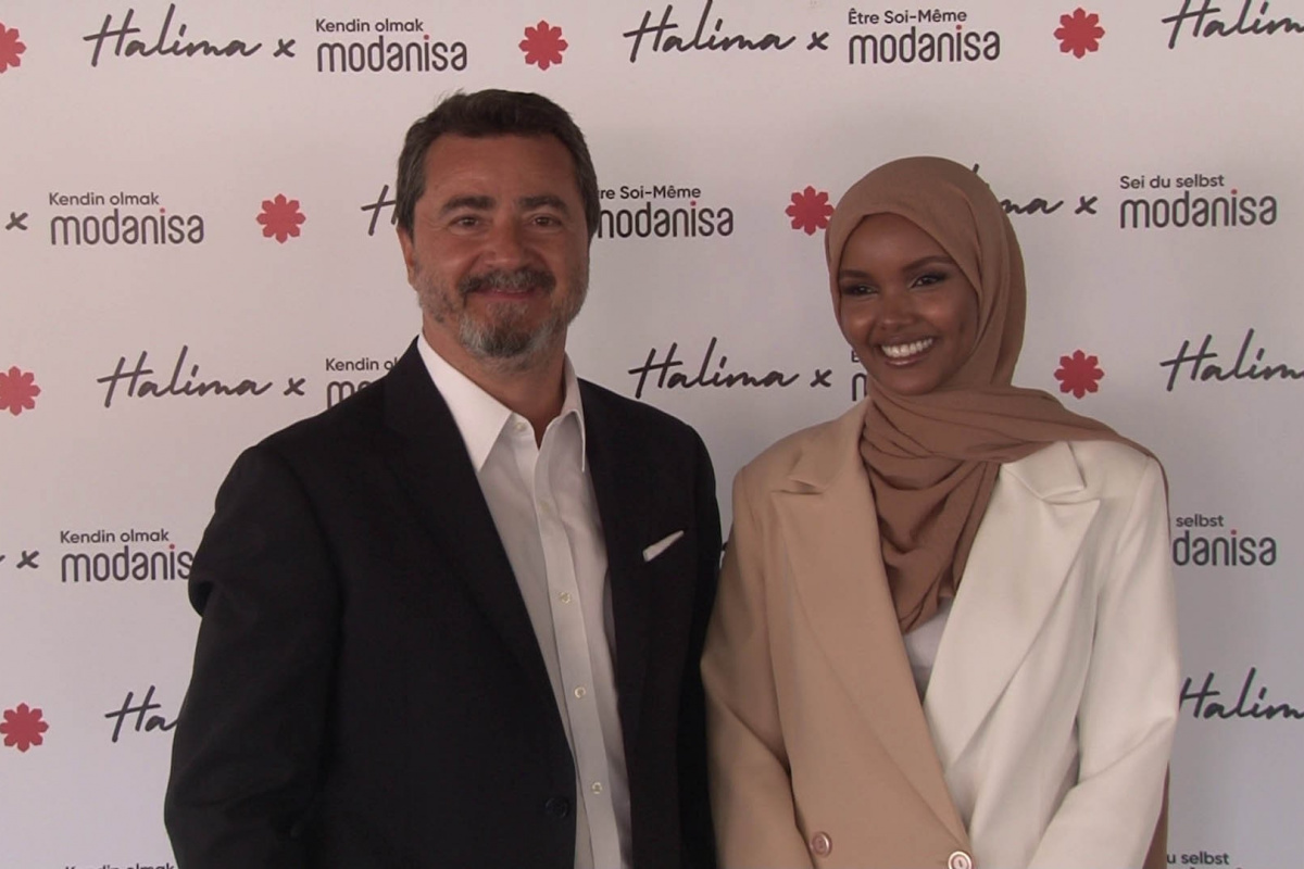 Modanisa global mottosunu tüm dünyaya Halima Aden ile duyurdu: 'Kendin olmak Modanisa'