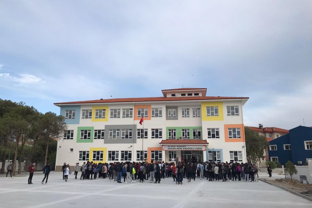 9 ayda yeniden inşa edilen okulda ders zili çaldı