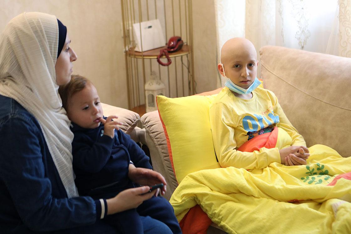 İsrail gözaltısı kanser hastası Filistinli çocukla babasını ayırdı