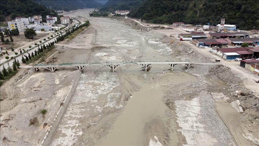 Ayancık'ta sel sularının altyapı ve doğaya tahribatı havadan görüntülendi