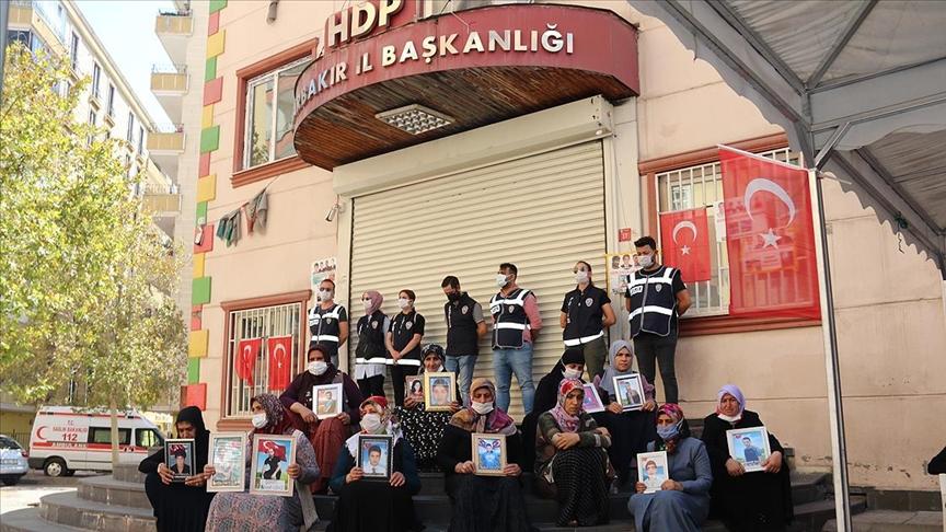 Diyarbakır annelerinden Bingöl: Çocuklarımızı almadan gitmeyeceğiz