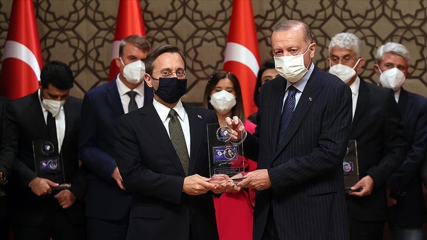 Cumhurbaşkanlığı İletişim Başkanı Altun'dan 'Yılın İletişim Ödülü' paylaşımı