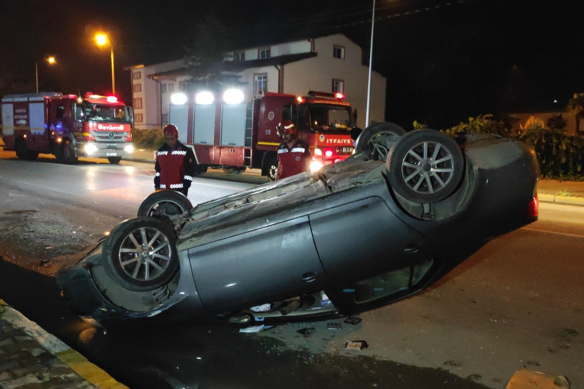 Kontrolden çıkan otomobil, park halindeki araca çarparak takla attı