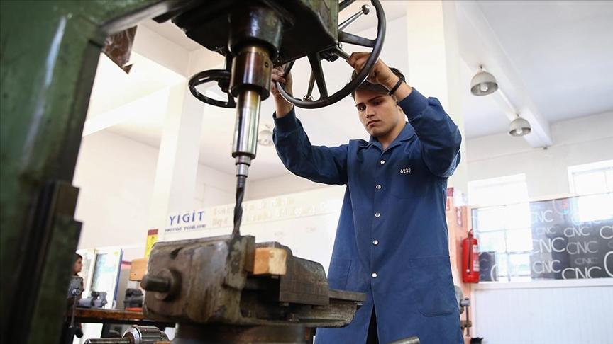 Meslek liseleri 8 ayda ekonomiye 300 milyon lira katkıda bulundu