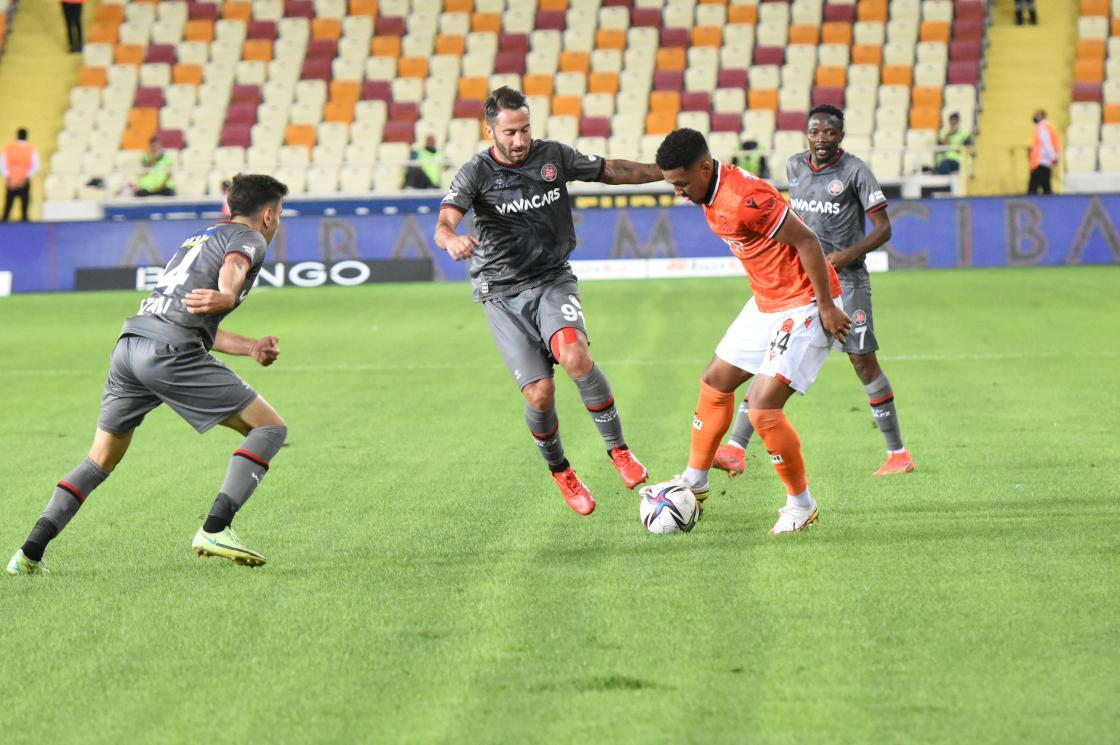 Fatih Karagümrük 2-0 geriye düştüğü maçta 3 puanı aldı