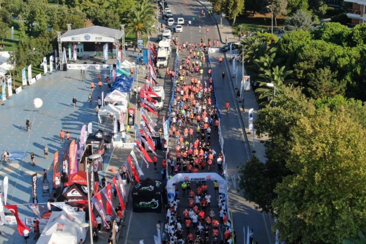 Şiddete karşı koş' diyenler Kadıköy Yarı Maratonu'nda ter döktü