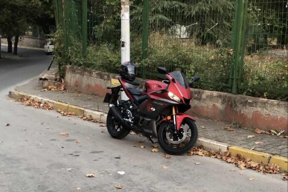 Kartal'da motosiklet hırsızlığı kamerada