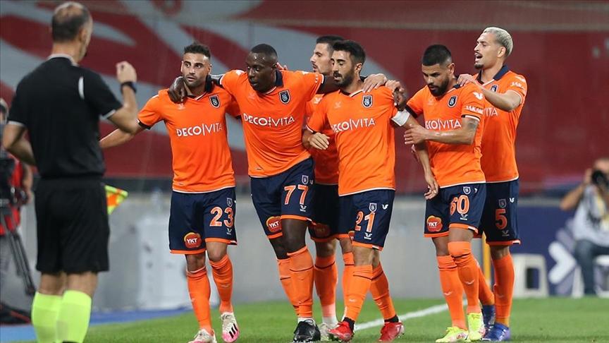 Medipol Başakşehir ilk galibiyetini, Fenerbahçe ilk yenilgisini aldı