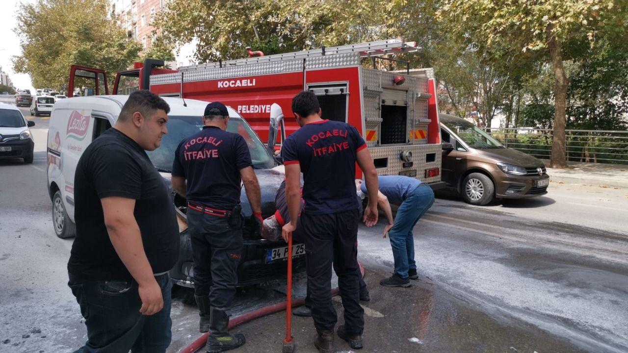 Gebze de Seyir halindeki araç alev aldı