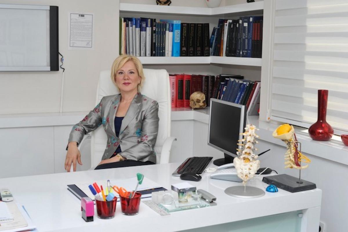 'Bel fıtığı ameliyatı sonrası bacak ağrınız uzun süre devam ediyorsa ameliyat hatası değildir'