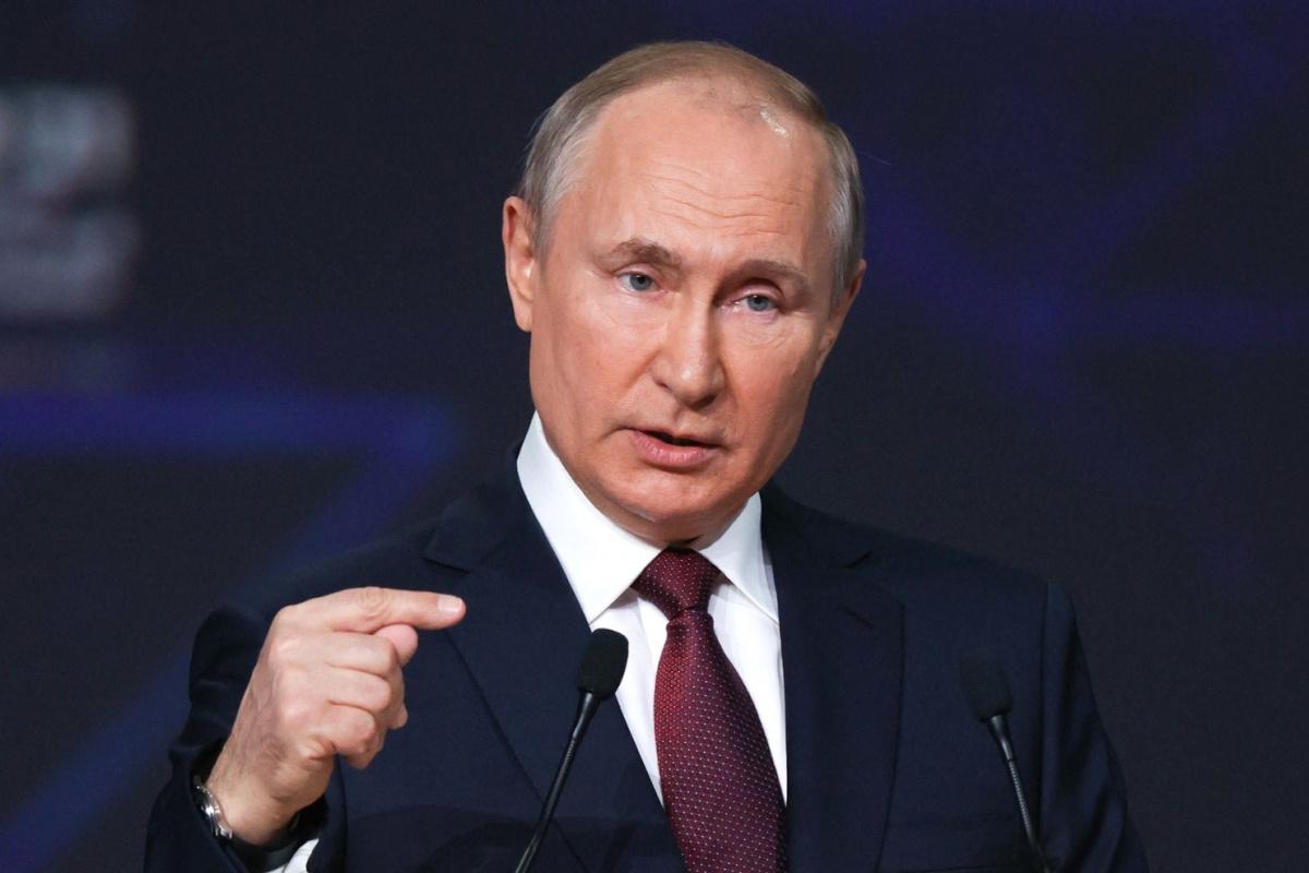 Rusya'da, Putin'in partisi zafer ilan etti