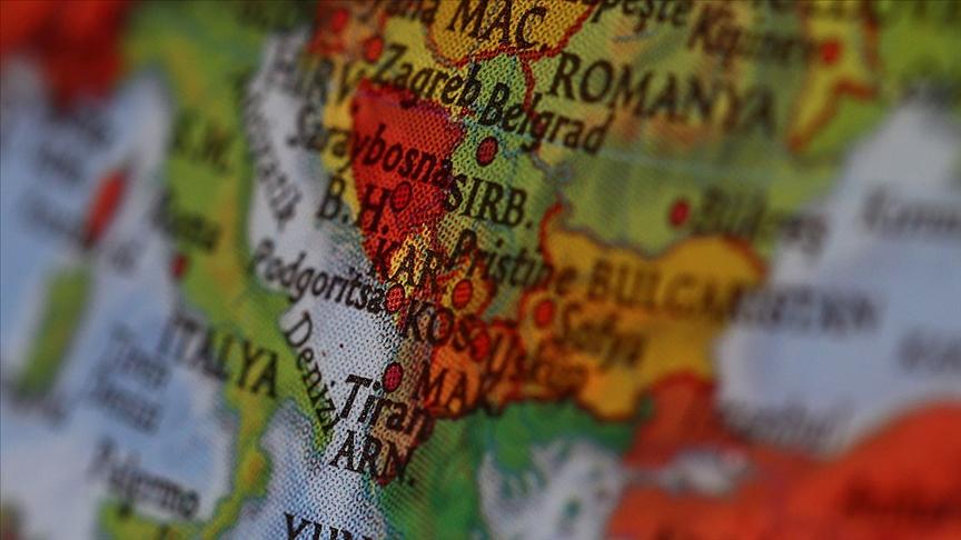 Kosova'nın Sırbistan plakalı araçların geçişine izin vermemesi iki ülke arasında gerginliğe neden oldu