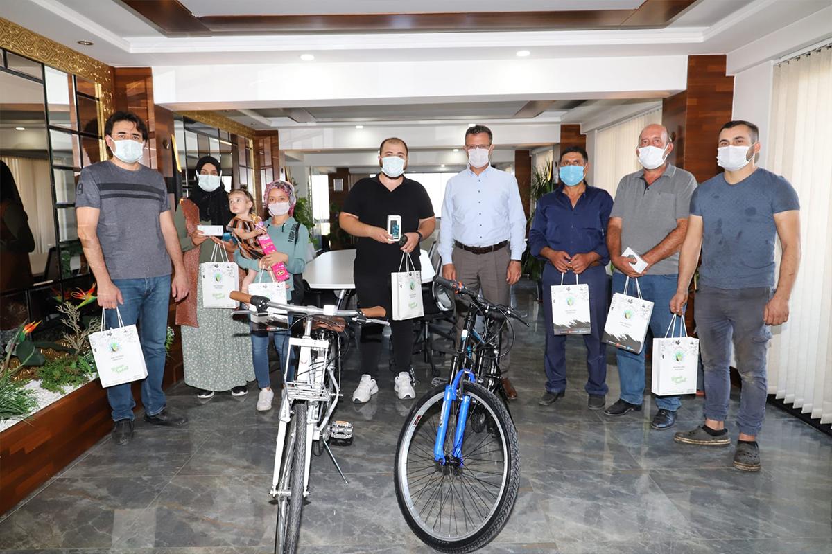Belediyenin teşvikiyle aşı oldular hediyeleri kaptılar