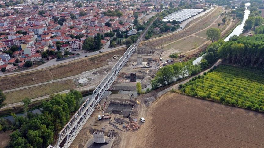 Halkalı-Kapıkule Demir Yolu Projesi'nin Edirne'deki viyadük çalışmaları sürüyor