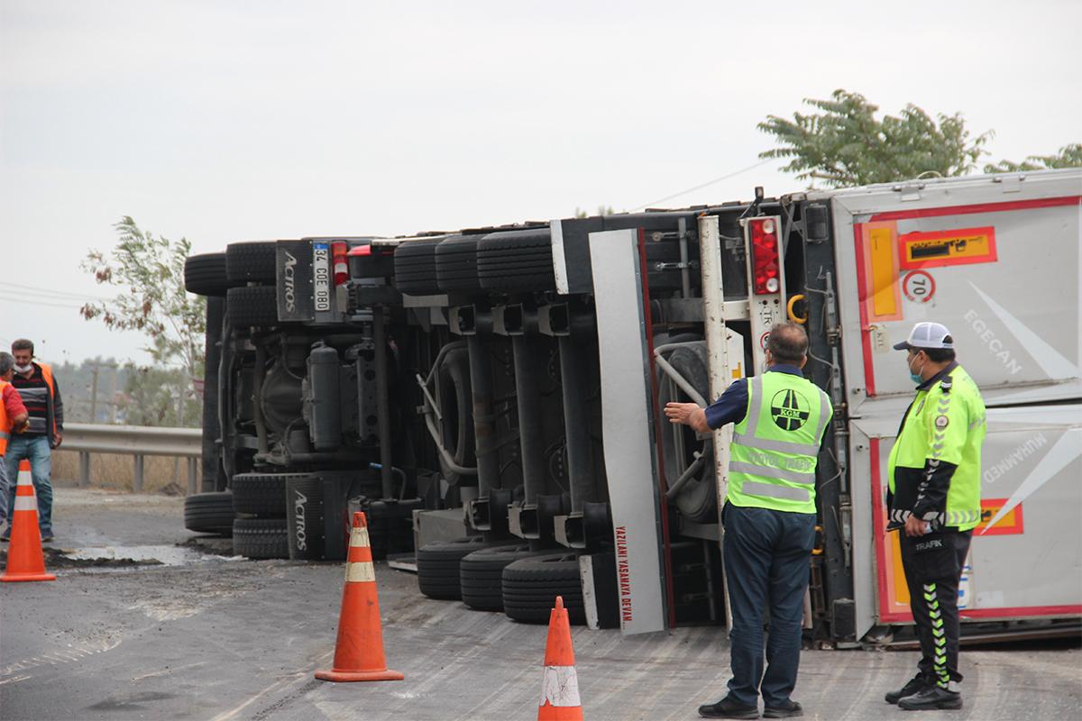 gebze tem'de trafik kazası 3 Yaralı