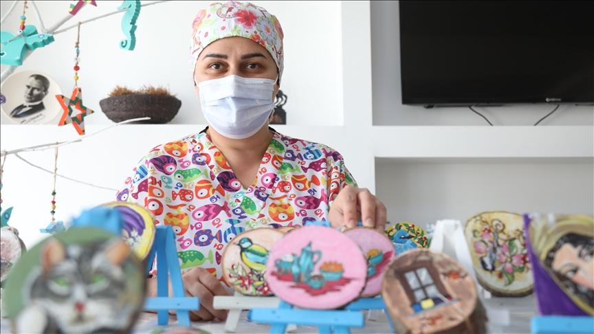 Sağlık çalışanları salgın döneminin stresini sanatla aşıyor