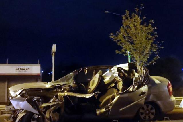 Çayırova Da Park halindeki kamyonete çarpan otomobilin sürücüsü öldü