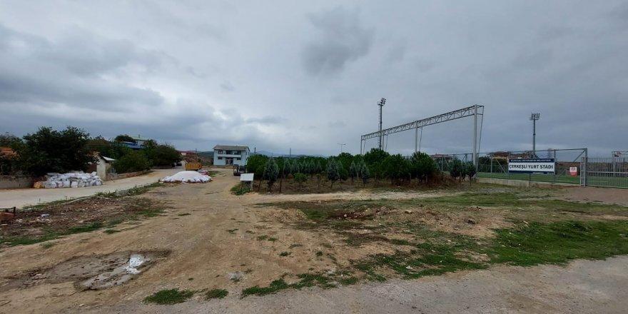 Dilovası Çerkeşli köyünebasketbol ve voleybol sahası