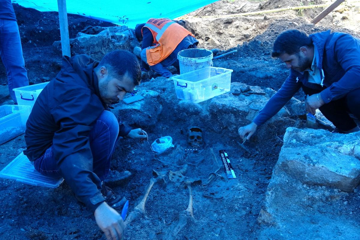 Fatsa'daki 2 bin yıllık mezarlarda önemli eşyalar bulundu