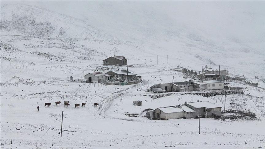 Karadeniz'de 4 ilin yüksek kesimlerinde kar etkili oluyor
