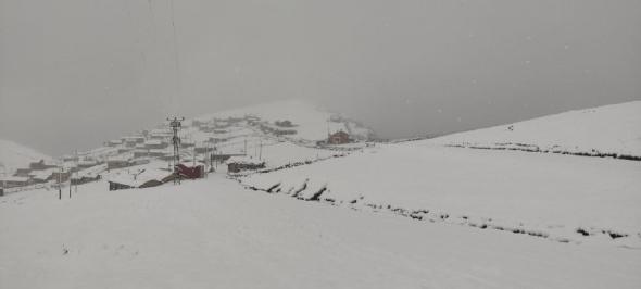 Trabzon'un yaylaları beyaza büründü