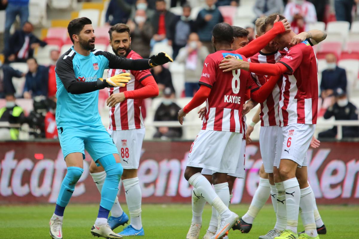 Sivasspor evinde ilk kez kazandı