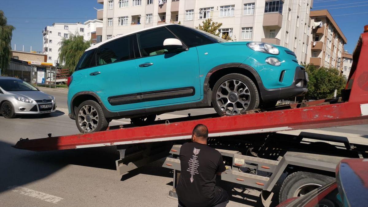 Gebzede iki otomobile çarparak zarar veren sürücü yakalandı