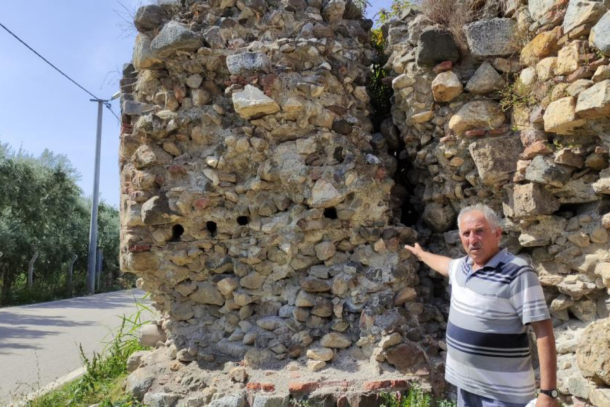 2500 yıllık surlar ortadan ayrıldı, yıkılma tehlikesiyle karşı karşıya