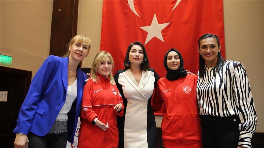 """Türkiye'nin gururu kadın sporculardan """"başarının önünde engel yok"""" çağrısı"""