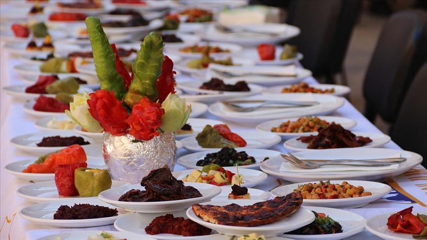 Şanlıurfa'da biberden yapılan 40 çeşit kahvaltılık tanıtıldı