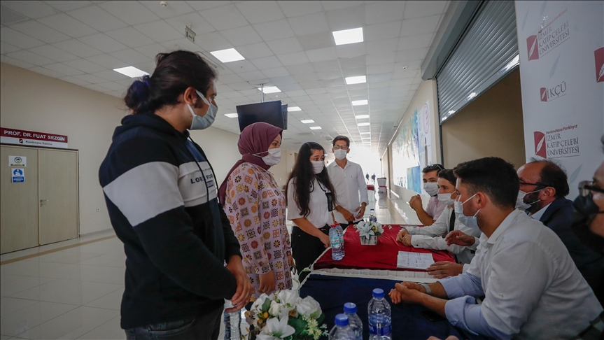 Katip Çelebi Üniversitesinde, kalacak yeri olmayan öğrencilere hocaları ev buluyor