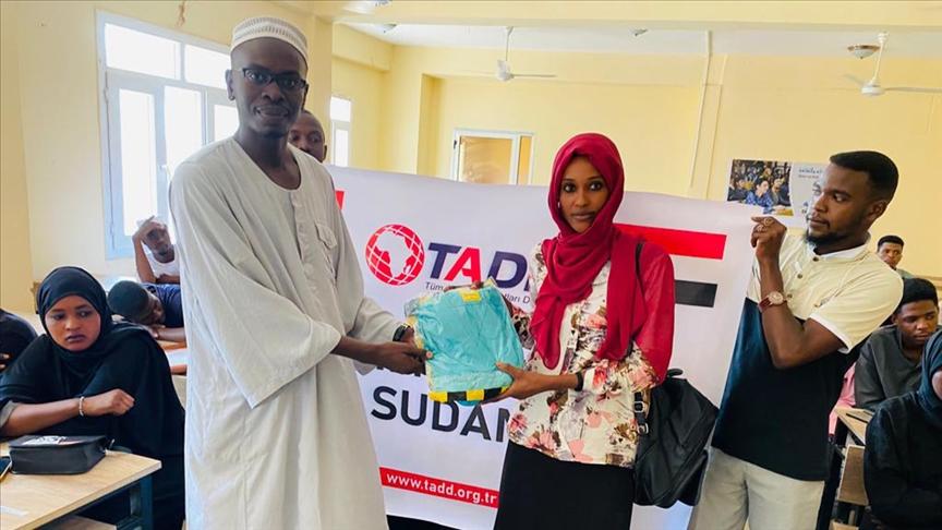 TADD'dan Sudan'daki sağlık öğrencilerine üniforma yardımı