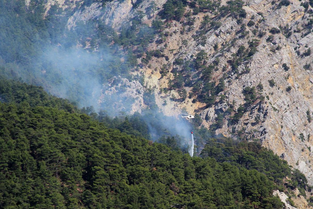 Antalya'da orman yangınına 3 farklı noktadan müdahale ediliyor