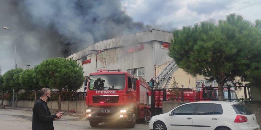 Bursa'da tekstil fabrikasında büyük yangın