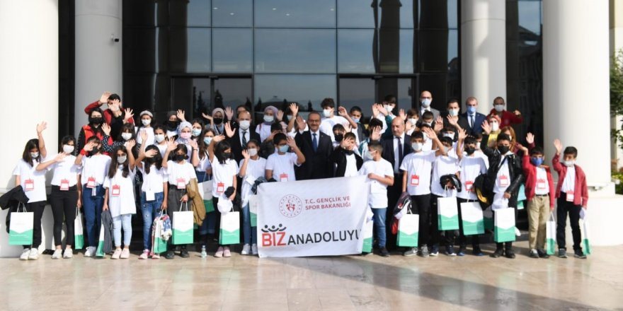 Van'dan Gelen Öğrencilerimiz Vali Seddar Yavuz'u Ziyaret Etti