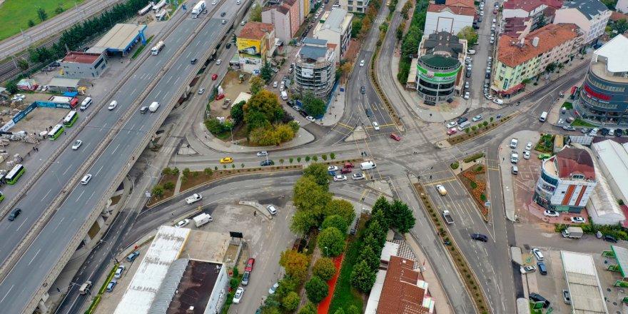 İzmit Demokrasi Bulvarındabaskı beton kaldırımları yapıldı