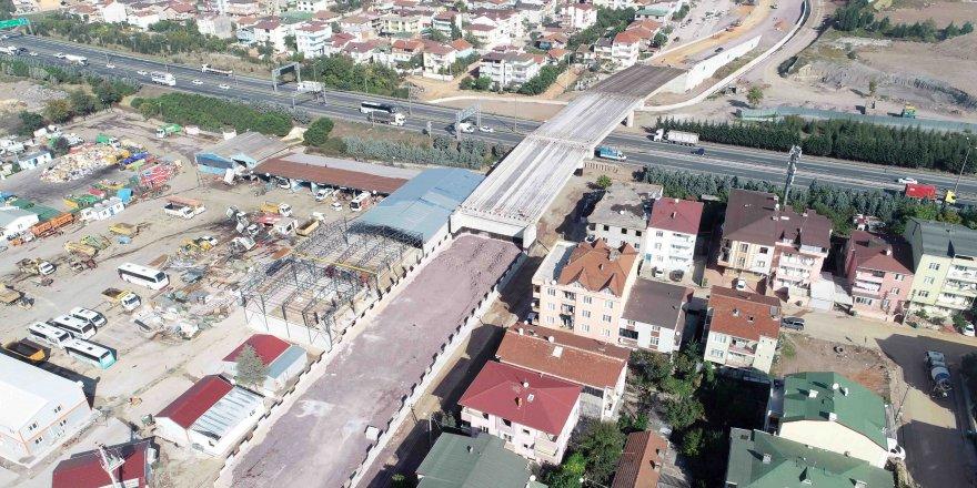 Otoyol geçiş köprüsündekiriş montajları tamamlandı