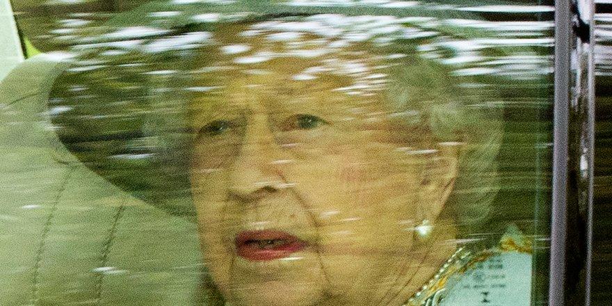 İngiltere Kraliçesi II. Elizabeth 'yılın yaşlısı' ödülünü reddetti