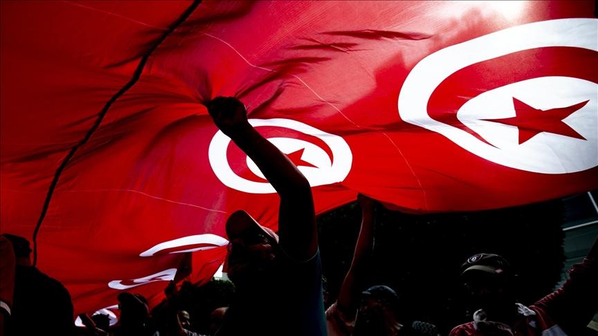 Avrupa Parlamentosu, Tunus'ta gücün cumhurbaşkanında toplanmasından endişeli