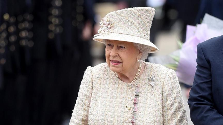 İngiltere Kraliçesi çarşamba gecesini hastanede geçirdi