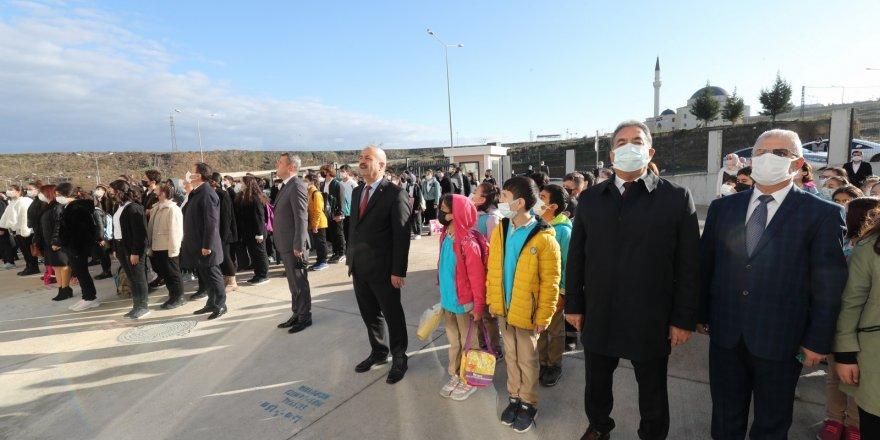 Kaymakam Güler ve Başkan Büyükgöz  Kirazpınar'da Bayrak Töreninde
