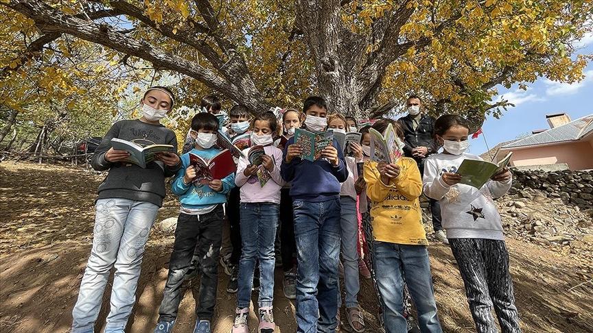 Kampanyayla Bingöllü Binlerce Köy Çocuğunu Kitapla Buluşturdu