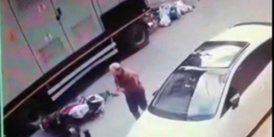 İnsanlık ölmüş dedirten motosiklet kazası kamerada