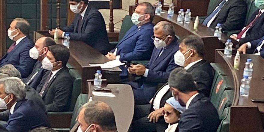 Meclisin minik konuğu AK Parti Grup Toplantısı'nı izledi